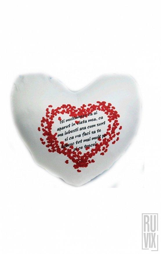 Pernă personalizată în formă de inimă