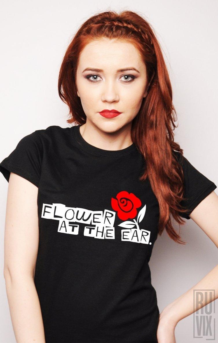 Tricou Floare La Ureche